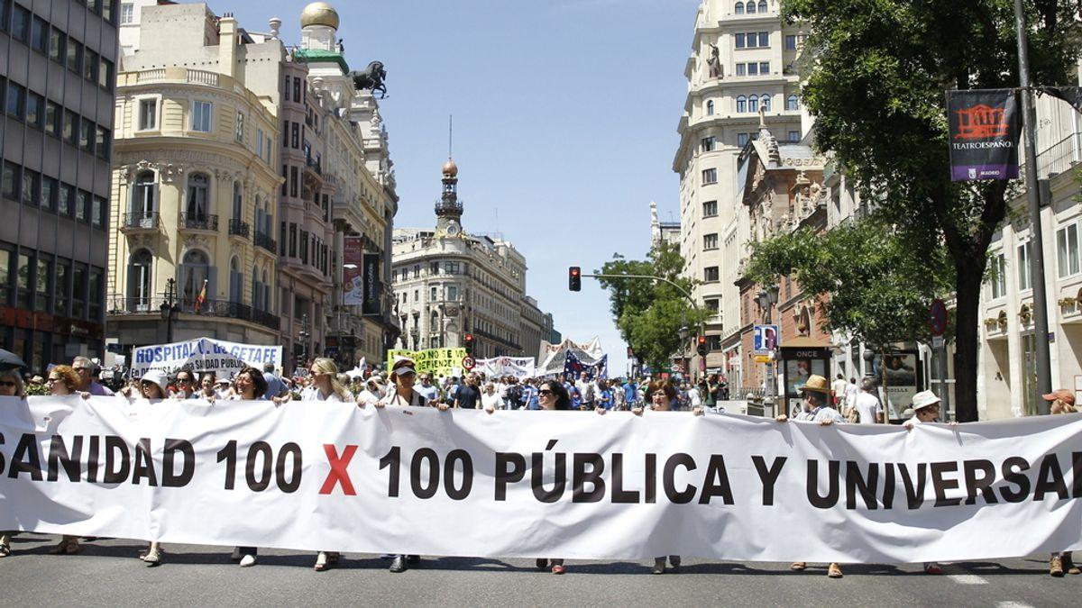 Una nueva 'Marea Blanca' recorre las calles de Madrid contra la privatización sanitaria