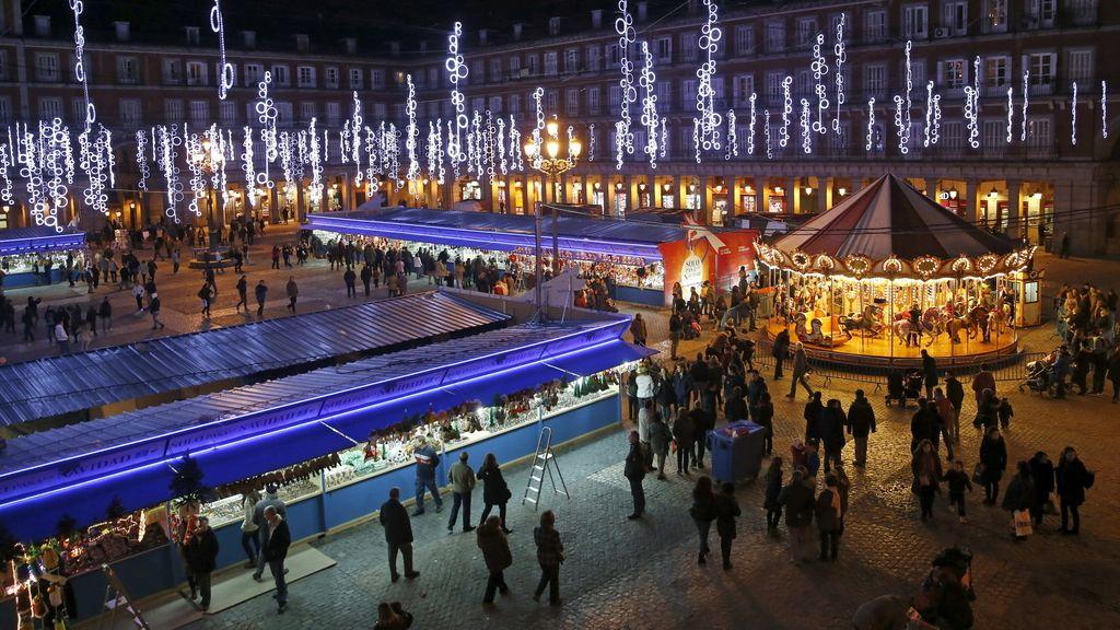 Vista de la Plaza Mayor iluminada, Madrid