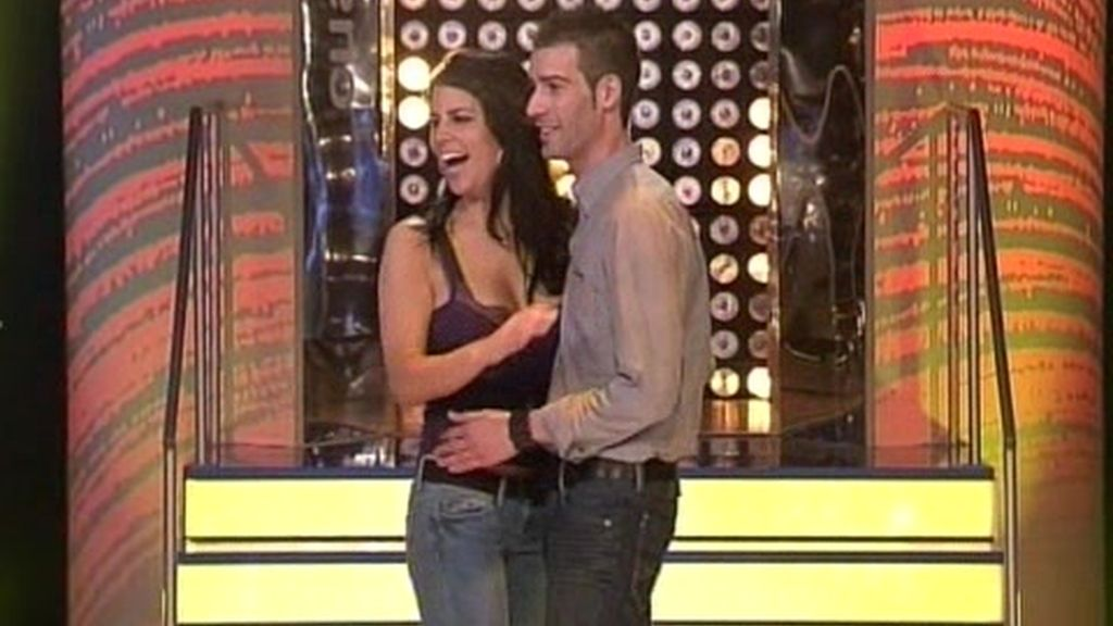 ¡Qué romántico es bailar pegados!