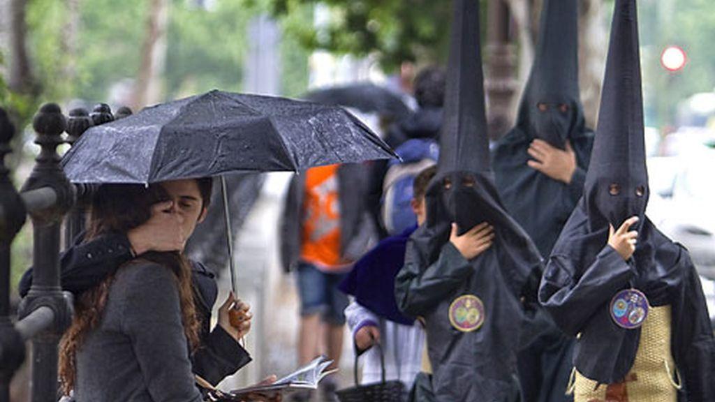 Procesiones truncadas por la lluvia en toda España