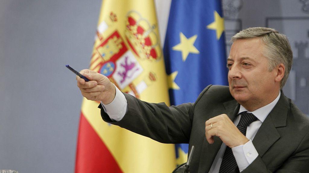 El  ministro portavoz y de Fomento, José Blanco, en una rueda de prensa posterior al Consejo de Ministros