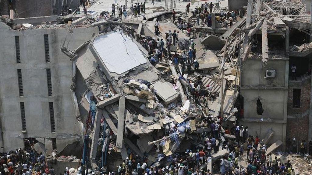 Mueren 70 personas por un incendio en un edificio comercial en Bangladesh