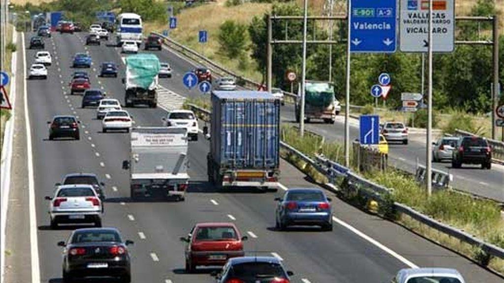 """La A-3, carretera de Valencia, en sentido salida de Madrid, durante un momento de la operación especial """"Primero de Agosto"""", que arrancó el viernes y concluirá a medianoche del domingo. Foto: EFE"""