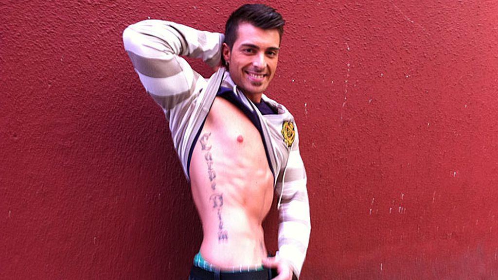 Músculos y tatuajes 'visten' su piel de arriba abajo