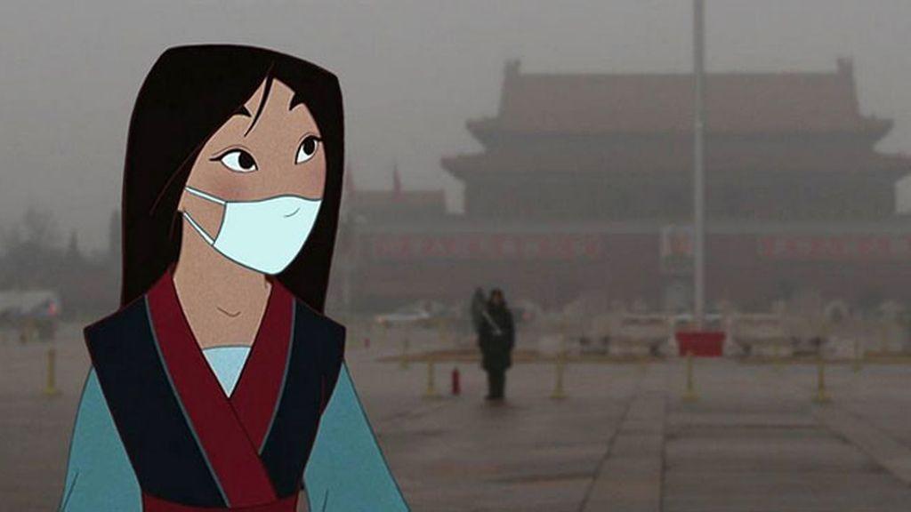 Mulan asfixiada por la contaminación en Pekín