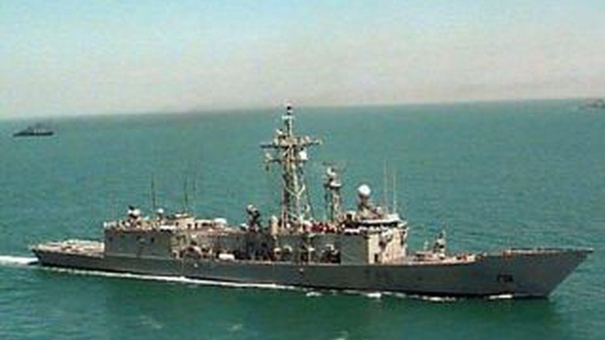 """La fragata del Ministerio de Defensa """"Canarias"""" sigue tras el Alakrana. Vídeo: ATLAS"""