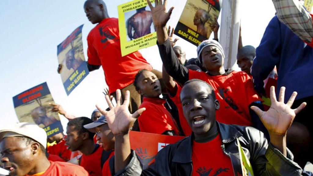 Protestas contra el Gobierno de Mugabe. Foto:EFE