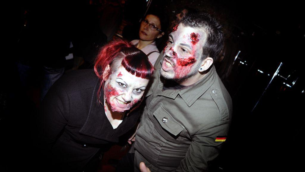 Ana de Armas y Elena Furiase, entre zombies