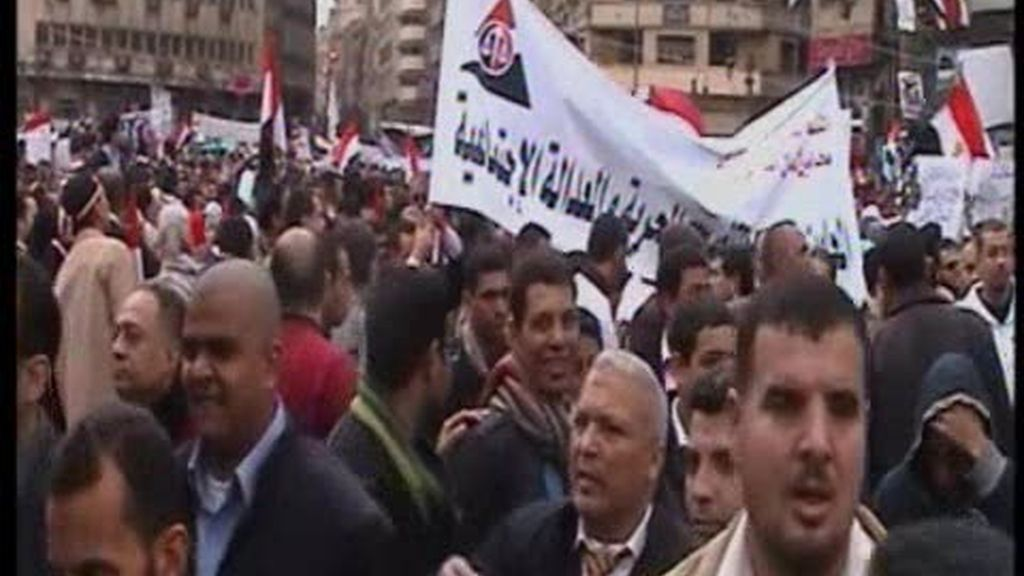 Mubarak, con un pie fuera