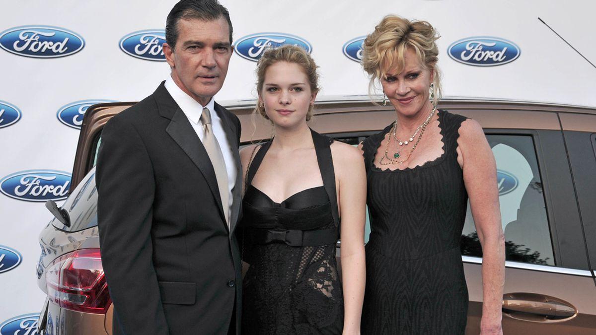 Stella del Carmen visita a Dakota Johnson en el set de '50 Sombras de Grey'