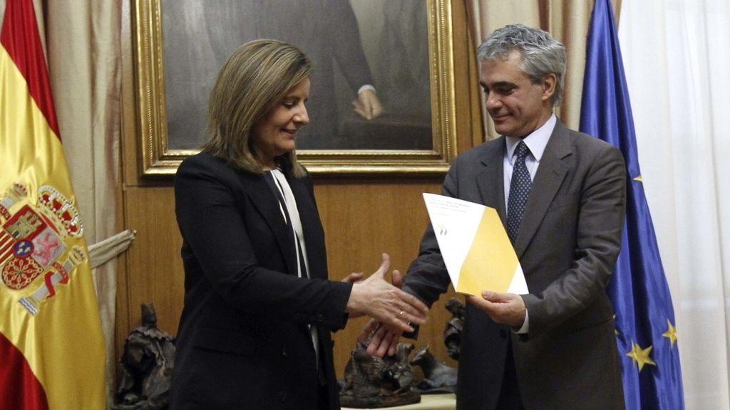 Báñez recibe el informe de la OCDE
