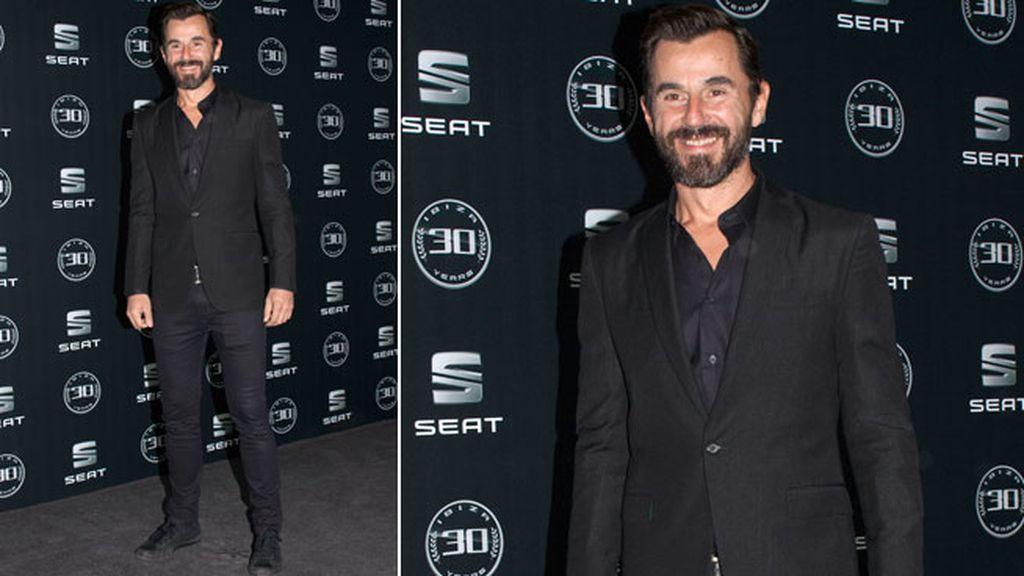 Santi Millán apostó por un look total black