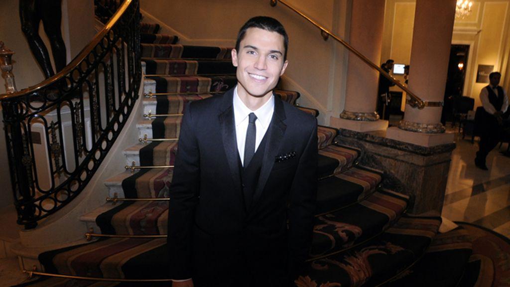 Álex González recibió el premio GQ al mejor actor en una gala organizada por DyP Comunicación