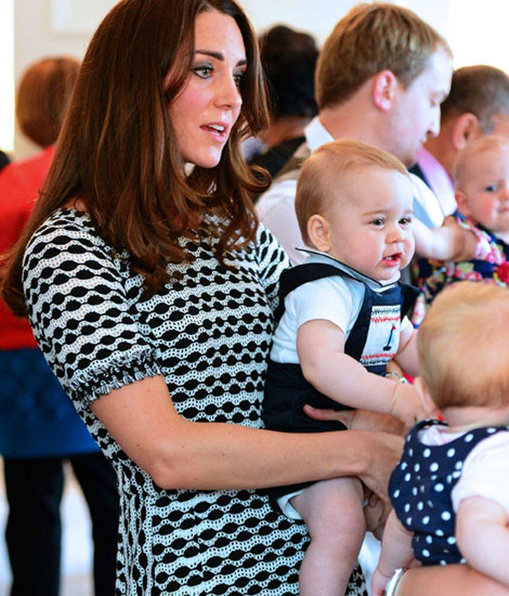 Para su encuentro con otros padres, Kate escogió un vicolor de Tory Burch