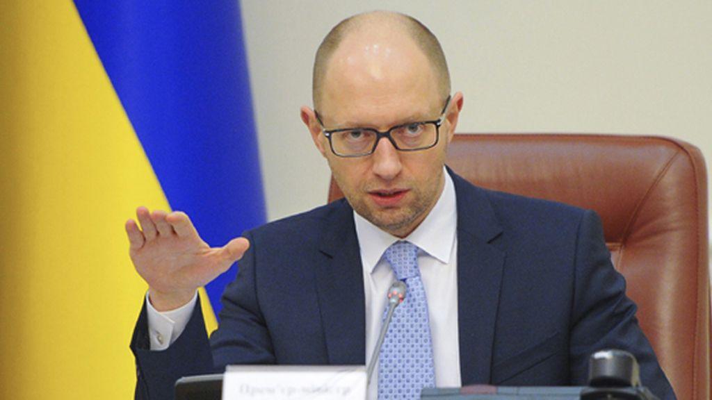 """Yatseniuk asegura que los milicianos, """"gorilas borrachos"""", no pudieron derribar el avión"""