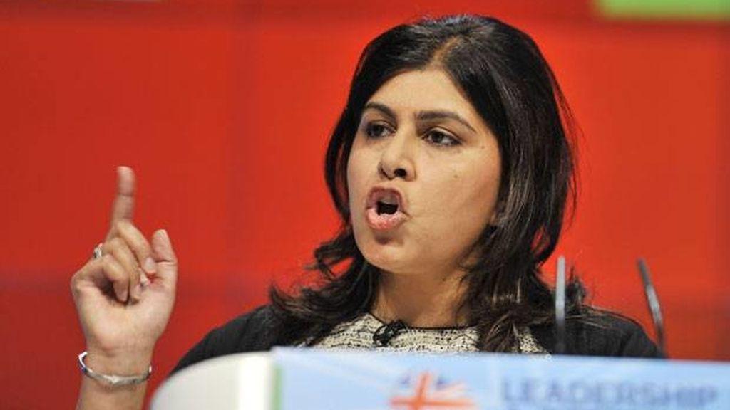 secretaria de Estado de Exteriores británica,dimisión,Sayeeda Wars