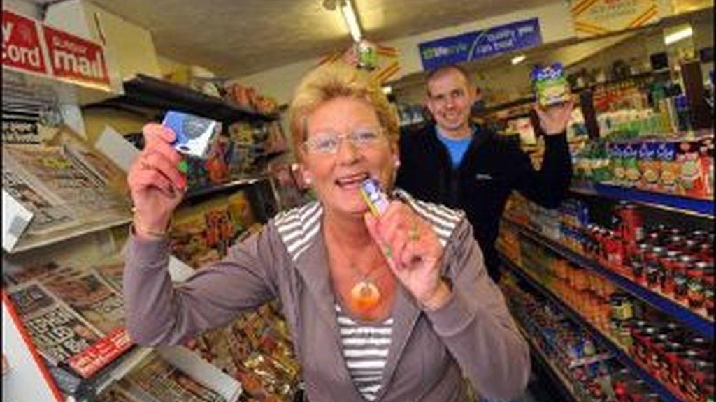 Sandra Burt fue amenazada con una multa por cantar sus canciones mientras trabajaba. La SGAE británica tuvo que pedirle disculpas. Foto BBC.co.uk