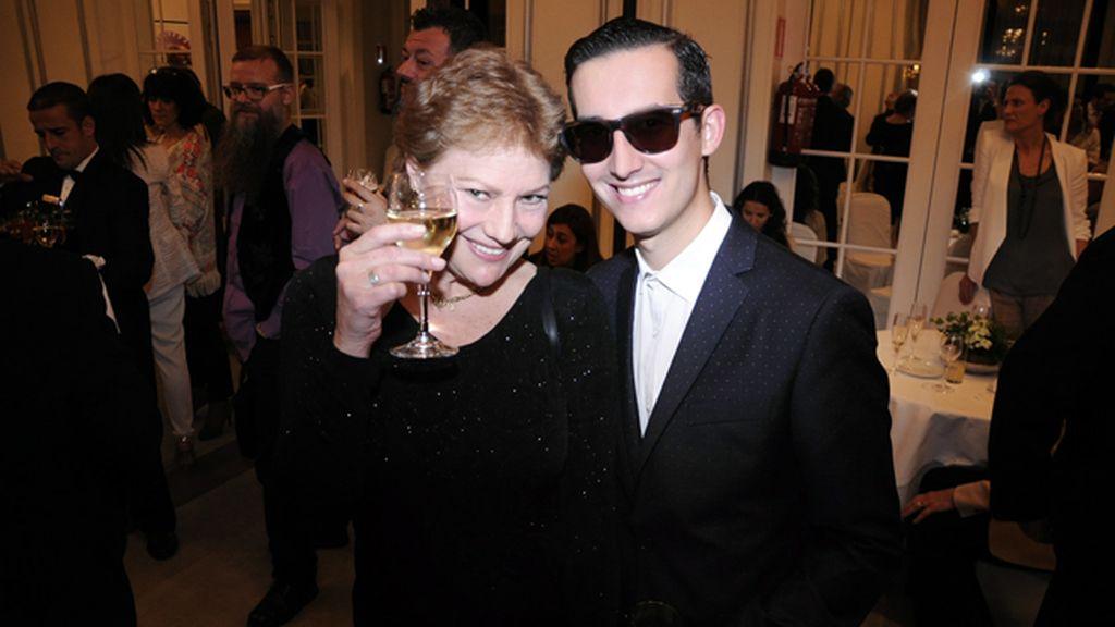 """Con la actriz Paca Gabaldón, que sigue representando en Madrid la obra """"Testigo de cargo"""""""