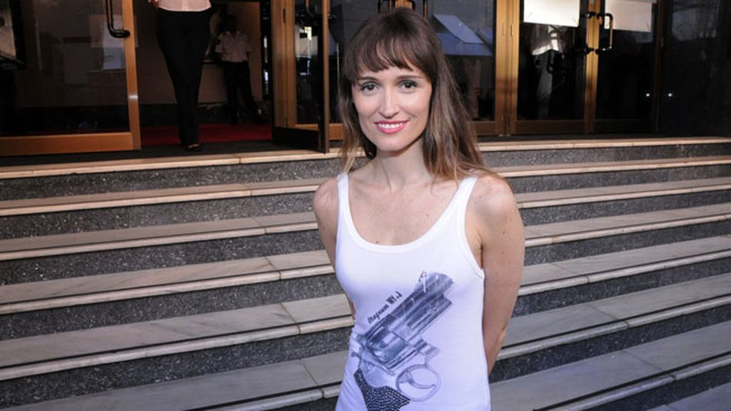 La actriz Laura Pamplona, la primera en llegar a pesar de sufrir un catarro.