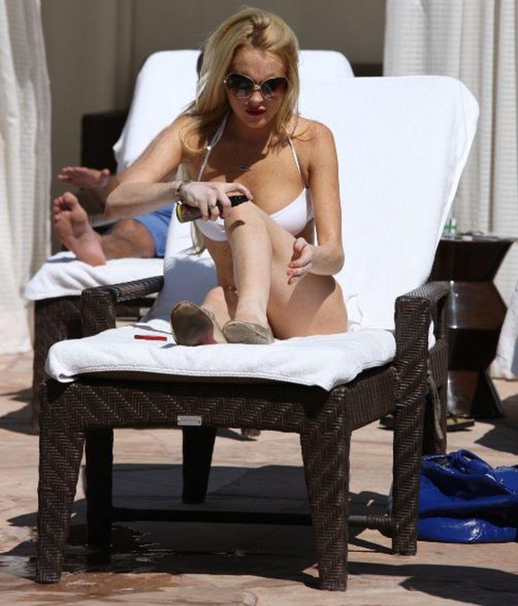 Lindsay Lohan se unta el protector