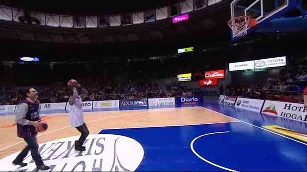 La peña Himba descubre el baloncesto