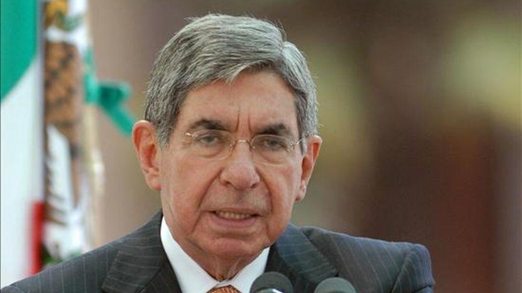 """El presidente de Costa Rica, Óscar Arias, calificó el martes de """"estúpida"""" e """"hipócrita"""" la norma del TSE que impide a los presidentes votar en las elecciones primarias de su partido. EFE/Archivo"""