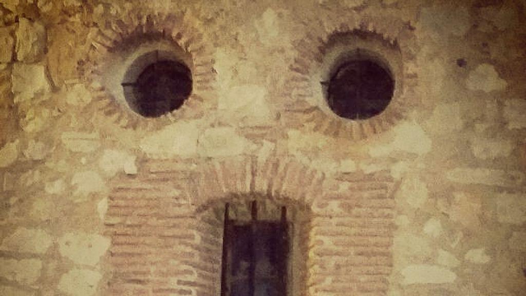 Caras en lugares sorprendentes (Pedraza, Madrid)