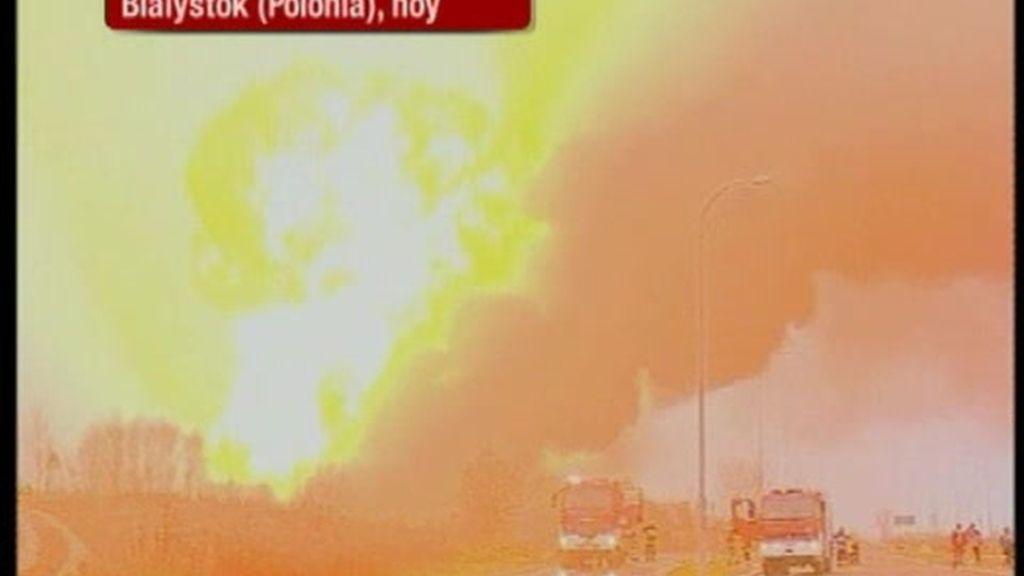 El choque de dos trenes en Polonia provoca una impresionante explosión