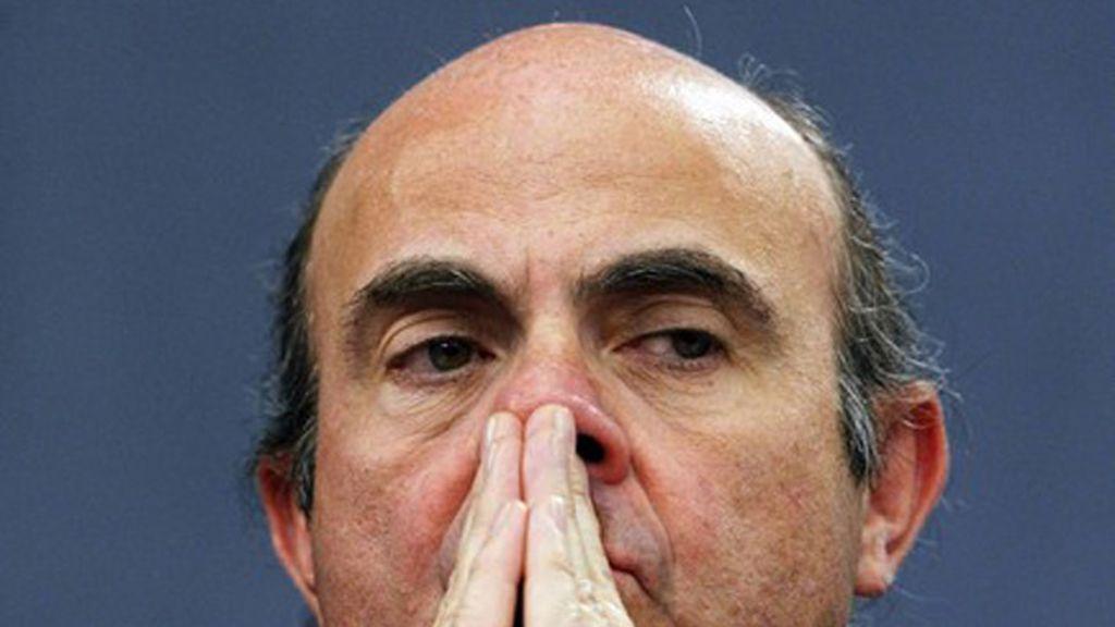 El ministro de Economía el día en que el Gobierno anuncia sus primeros recortes