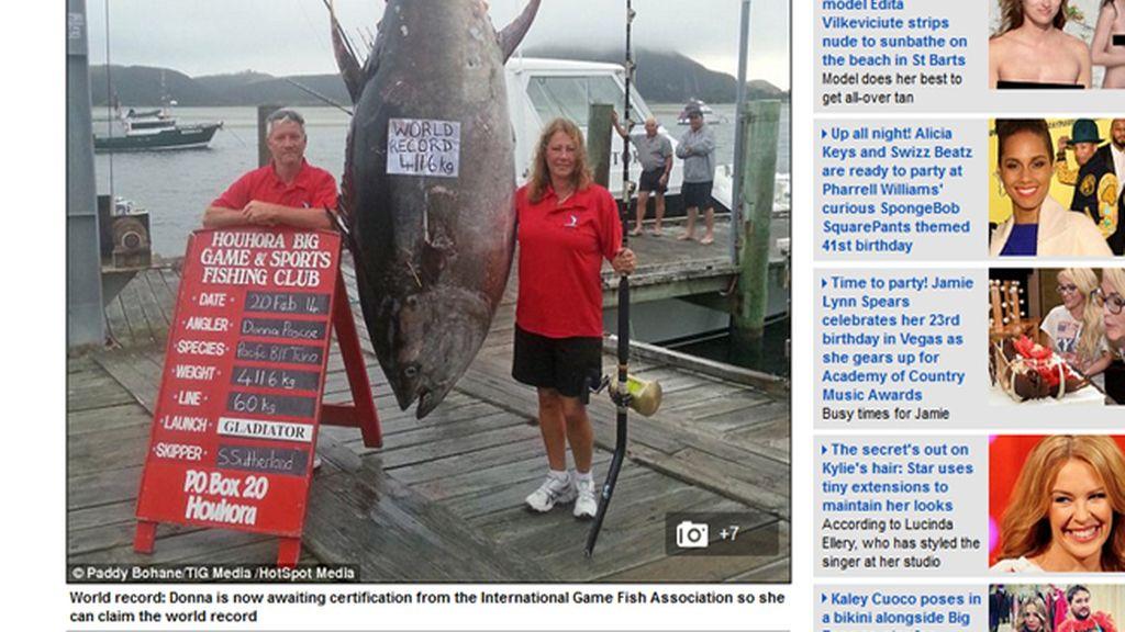 Una pescadora, récord mundial tras pescar un atún de 411kg