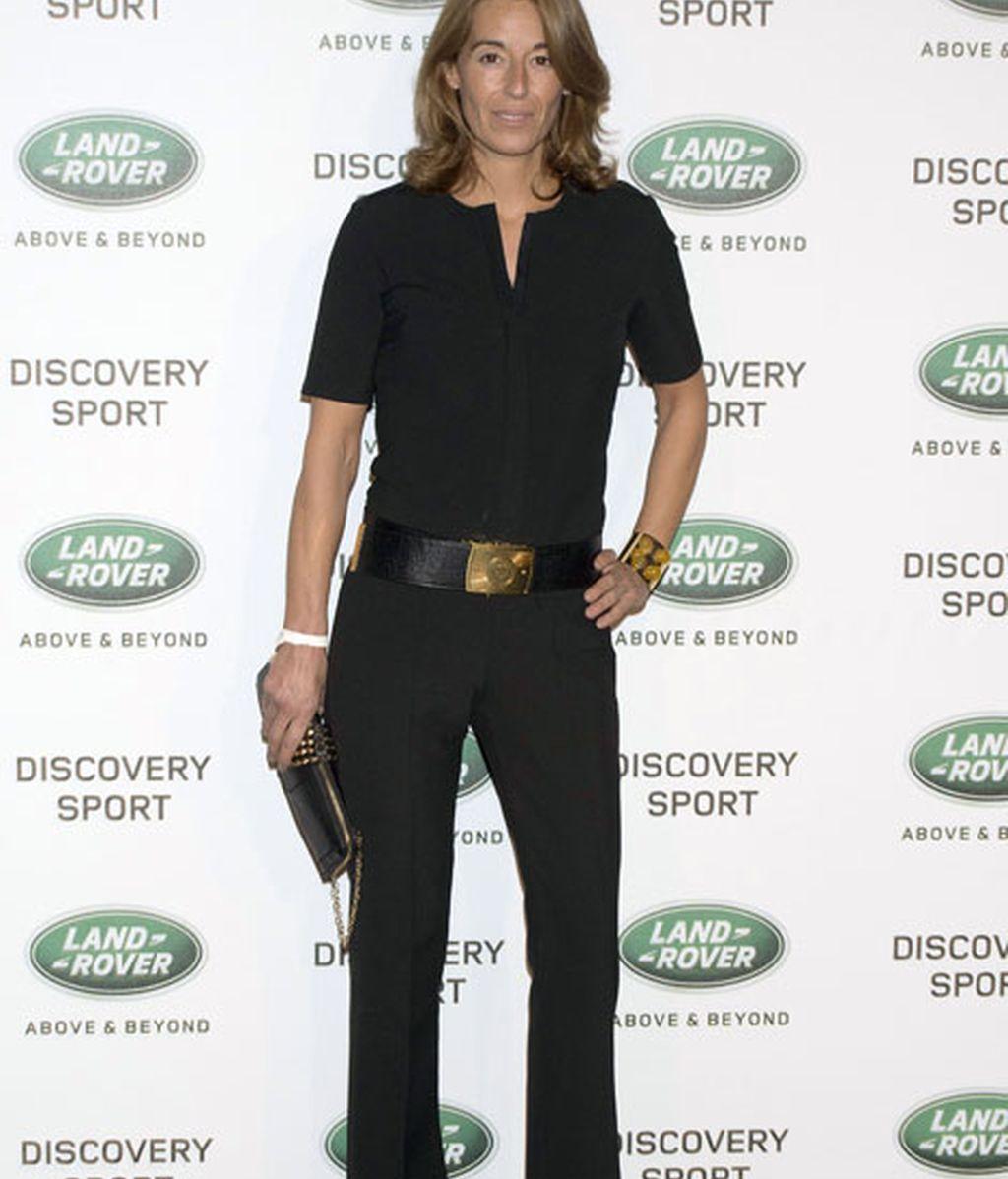 Mónica Martín Luque apostó por camisa y pantalón con un llamativo cinturón