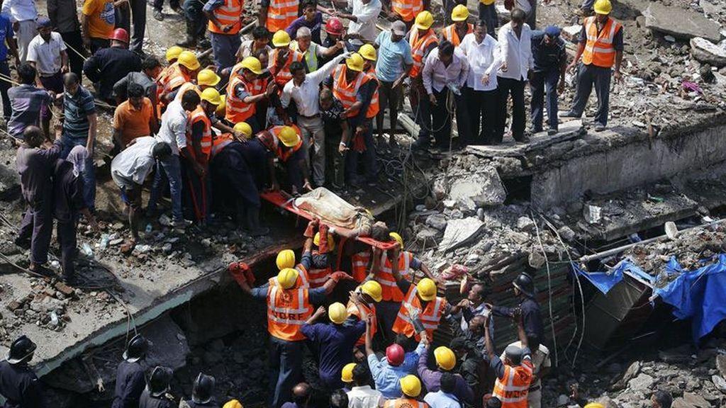 Derrumbe de un edificio residencial en Bombay