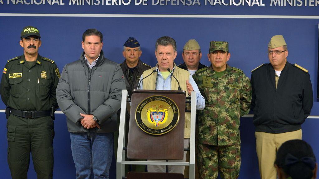 Juan Manuel Santos anuncia que suspende el proceso de paz con las FARC tras el secuestro de un general