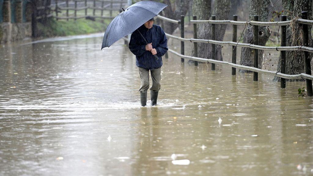 Las lluvias inundan las calles pamplonesas