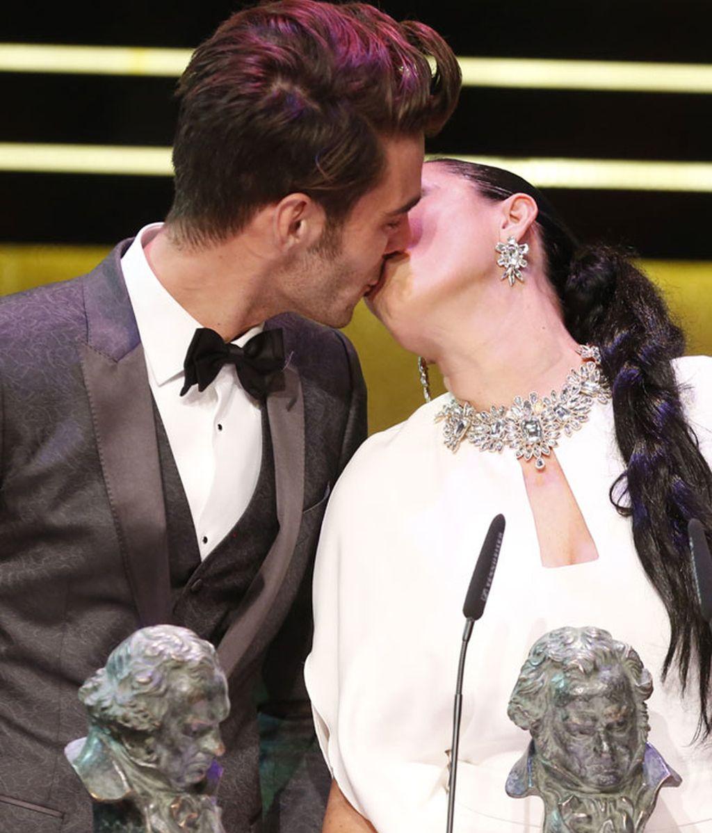 Rossy de Palma no quiso dejar pasar la oportunidad de besar a Kortajarena