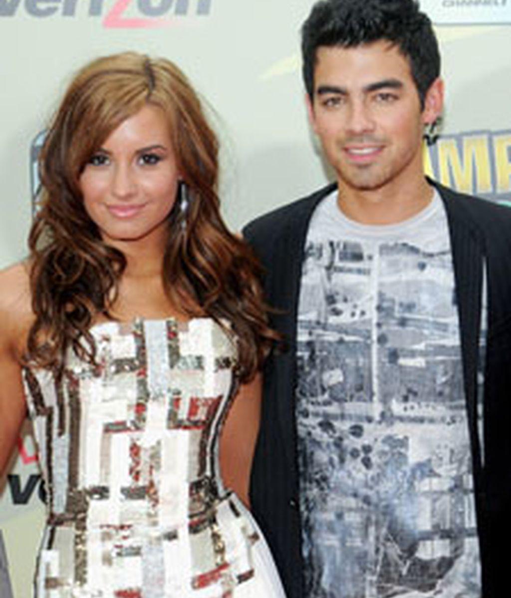 Joe Jonas y Demi Lovato en una aparición juntos