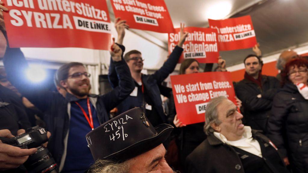 Partidarios de SYRIZA muestran su apoyo a Tsipras en Atenas