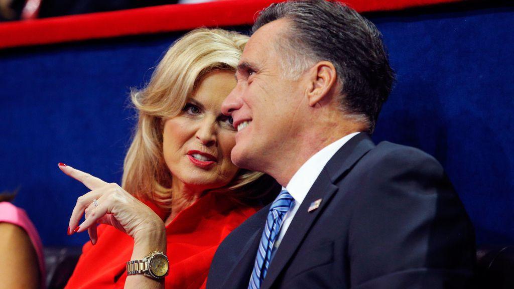 Mitt Romney junto a su esposa Ann