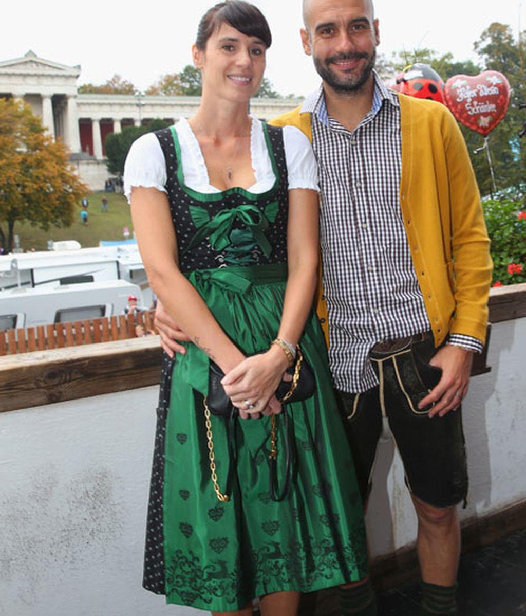 Pep Guardiola junto a su mujer Cristina