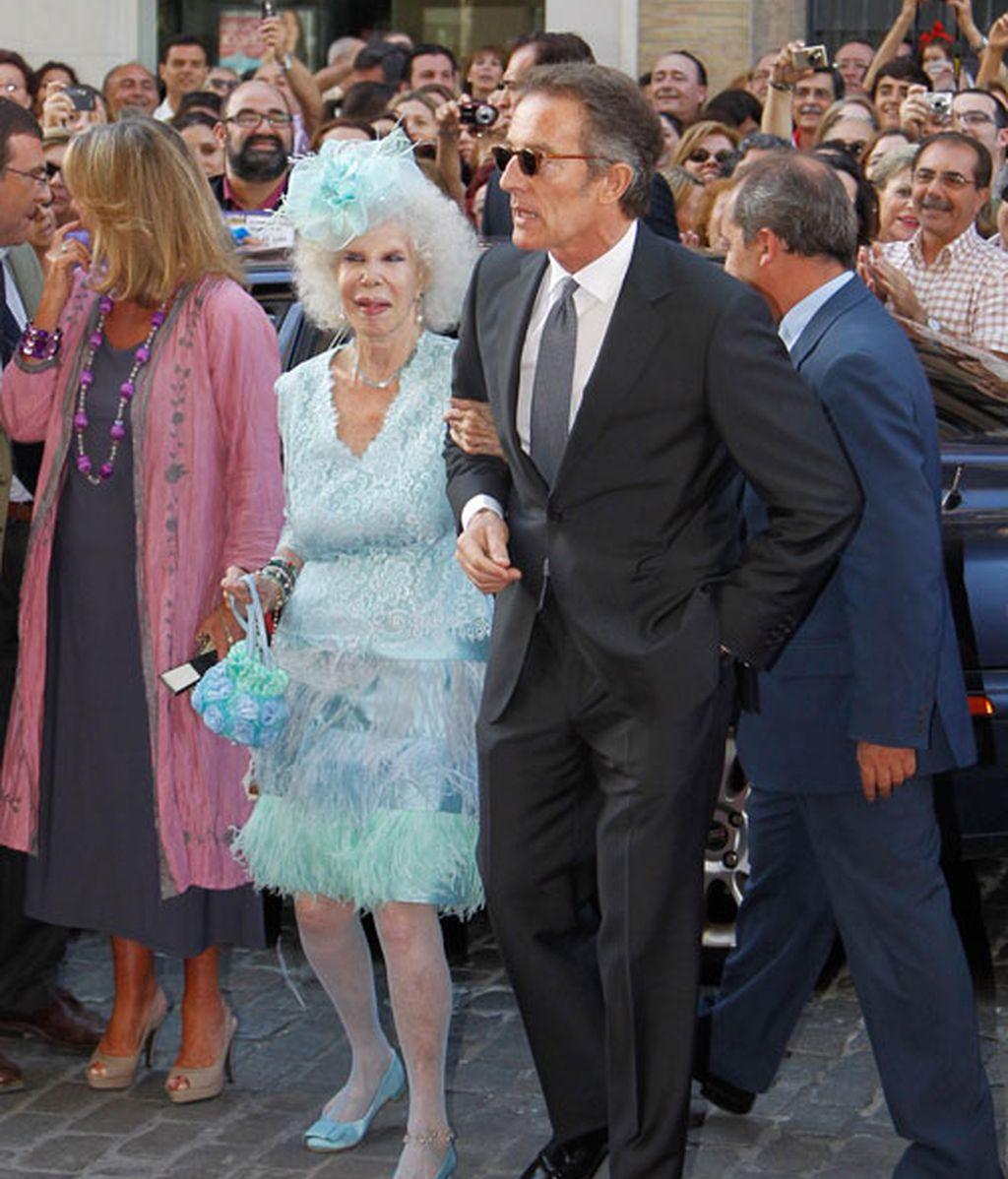 La Duquesa de Alba vuelve a ir de boda con Alfonso Díez