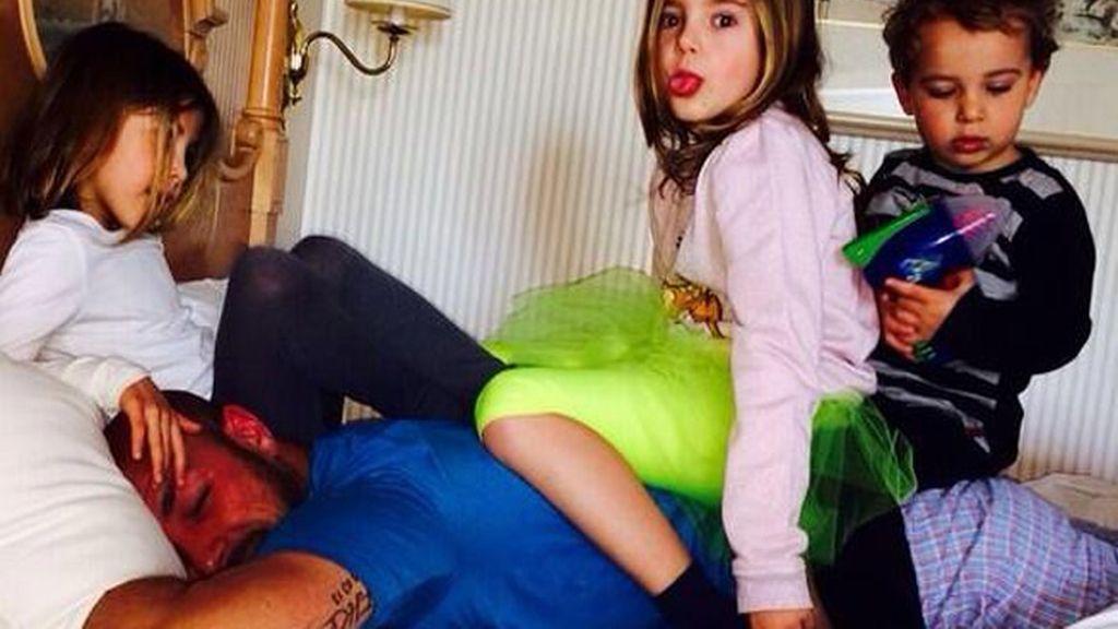 Pepe Reina con sus hijos