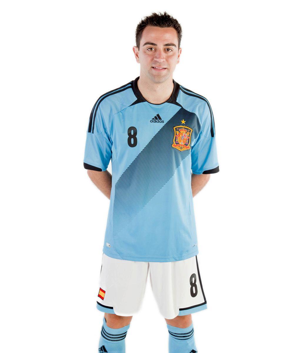 Xavi con la nueva equipación de la Selección