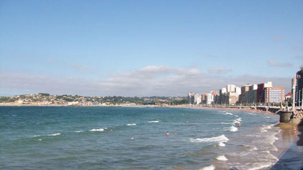 Playa de San Lorenzo, en Gijón