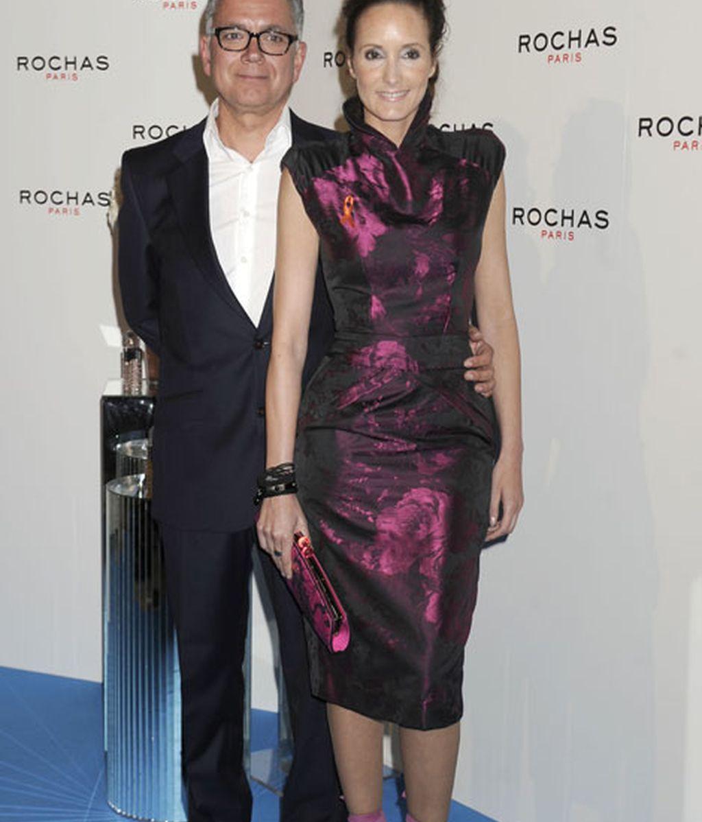 El periodista Juan Ramón Lucas y la modelo Sandra Ibarra, muy elegantes
