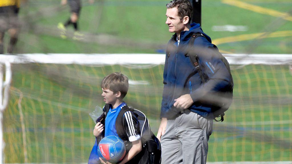 Pablo, con el balón bajo el brazo