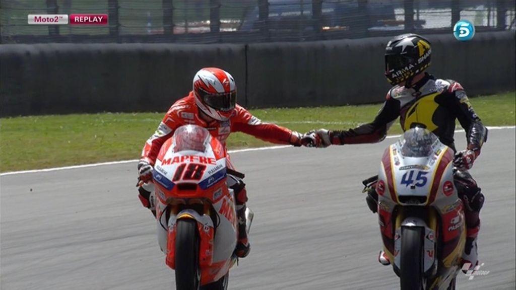 Nico Terol y Scott Redding se felicitan por su gran carrera en Moto2