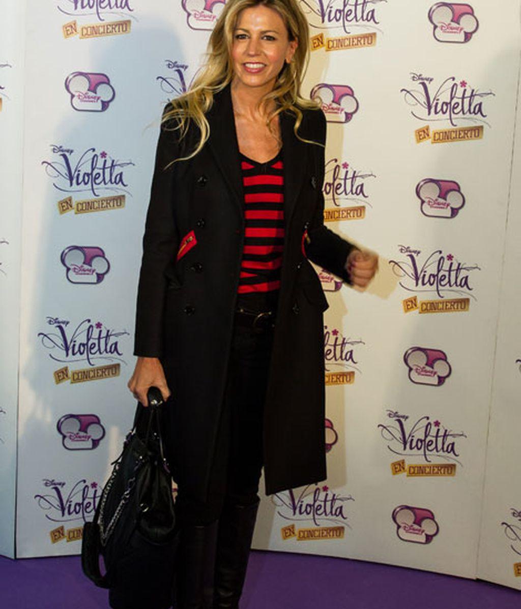 Natalia Jiménez, de rojo y negro