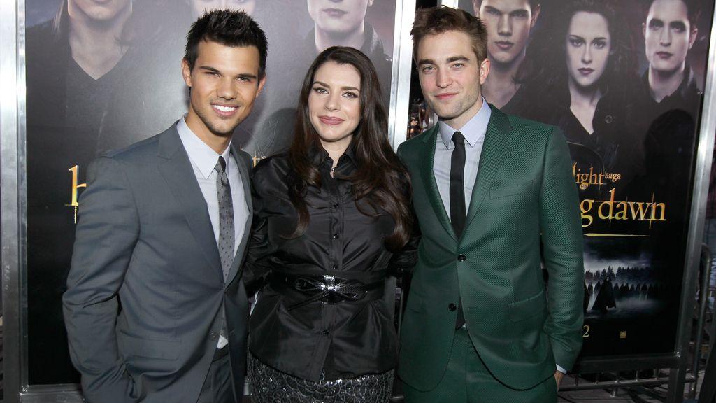 Taylor Lautner, Stephenie Meyer y Robert Pattinson, en el estreno de Crepúsculo