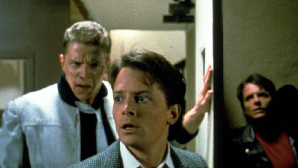 Marty McFly en una de las paradojas temporales de Regreso al Futuro