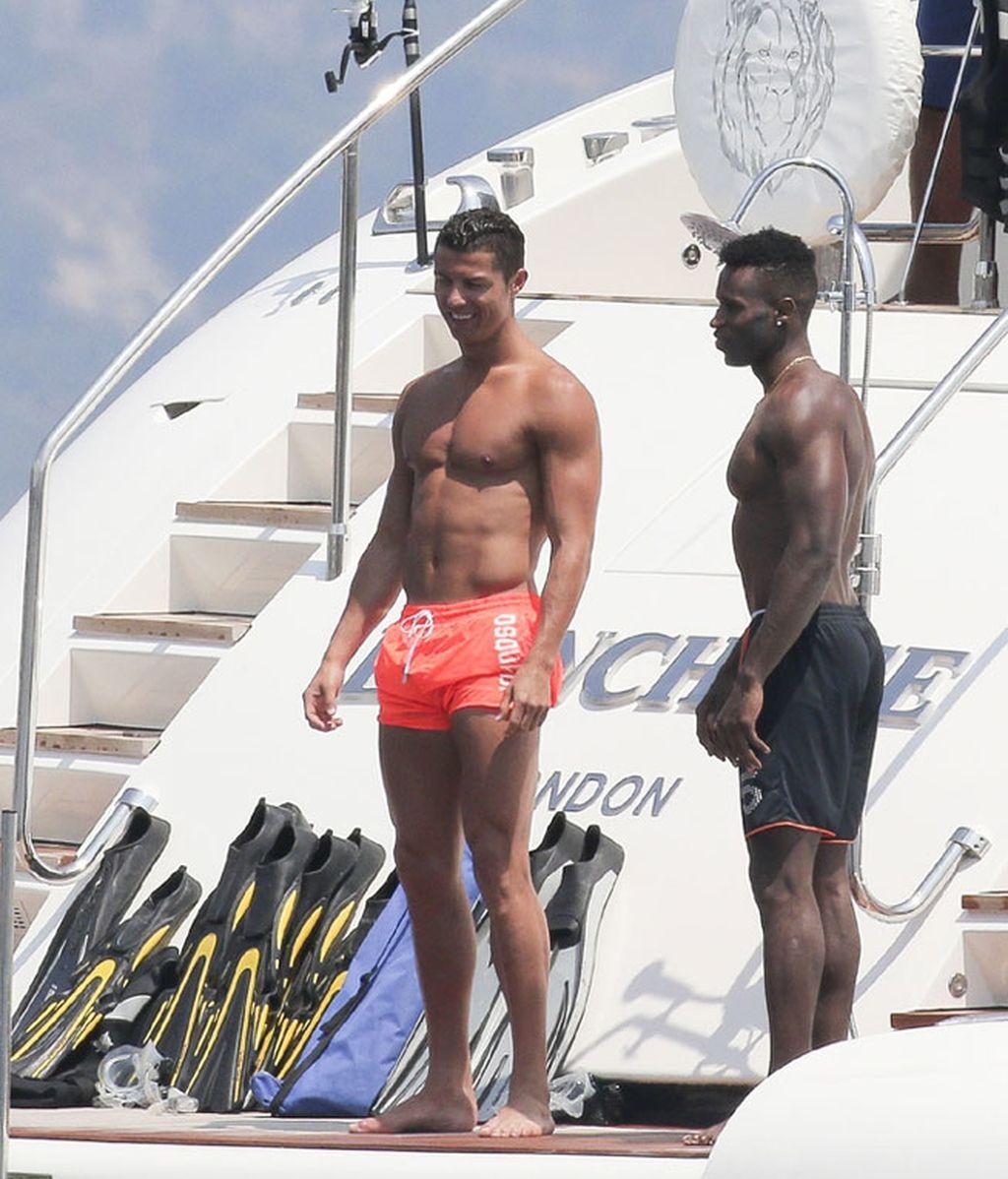 Cristiano Ronaldo se divierte con sus amigos en Saint Tropez